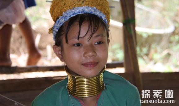 世界上最长的脖子,缅甸长颈族人的脖子,最长达70厘米(图2)