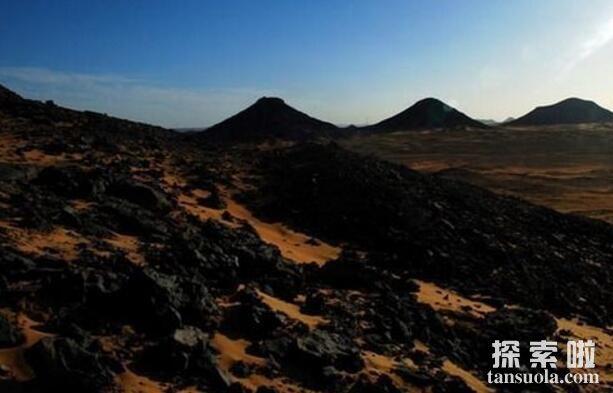 世界上最黑的沙漠:埃及黑色沙漠,黑的像煤一样的沙漠(图3)