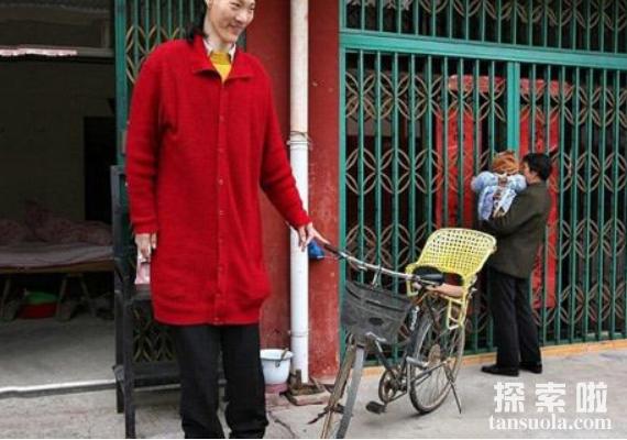 世界上最高的女人:曾金莲,身高2.48米(已去世)
