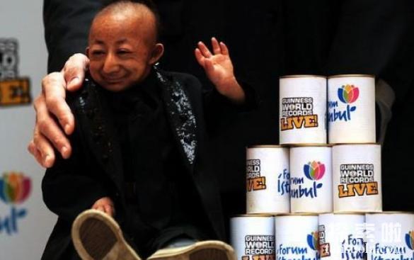 中国最矮的人:何平平