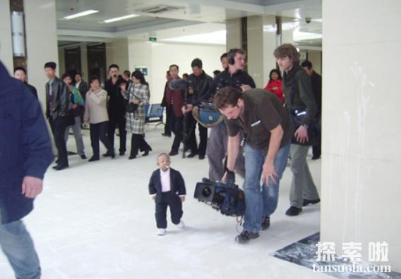 中国最矮的人:何平平,身高仅74.6厘米,体重7公斤(图4)