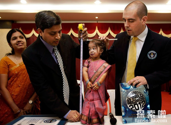 世界上最矮的女人:乔蒂·阿姆奇,最矮仅62.8厘米(图1)