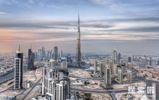 世界上最高的大厦:哈利法塔,高度828米