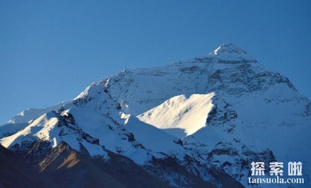 """世界第一高峰:珠穆朗玛峰,海拔8848米(藏语意为""""圣母"""")"""
