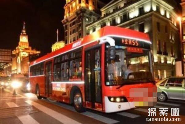 南京邪门的交通事故:诡异的超车,法国梧桐闯进了驾驶室