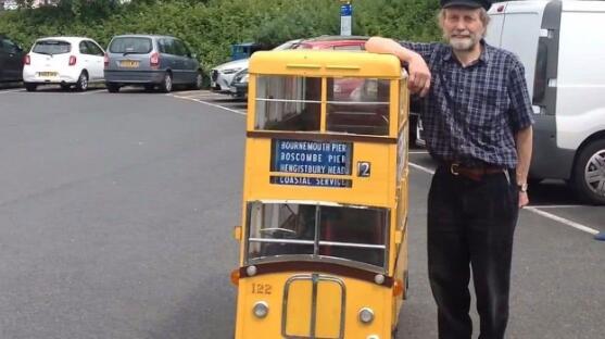 世界上最矮的巴士:只有两个座位,双层仅1.2米高