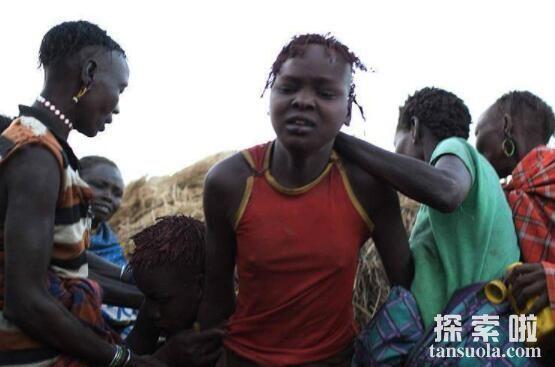 非洲割礼有多残忍,成人礼上男性割包皮女性割阴蒂
