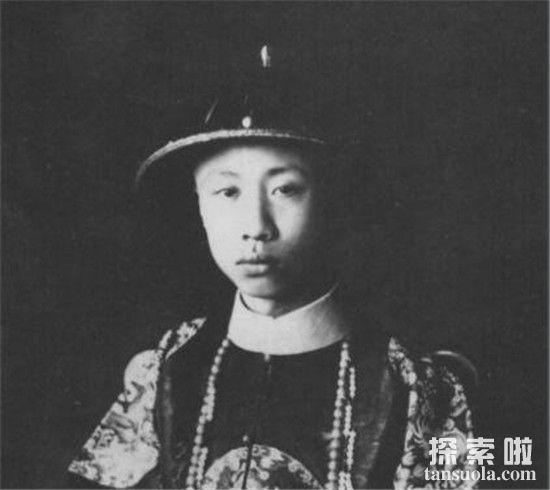末代皇帝溥仪穿龙袍的照片